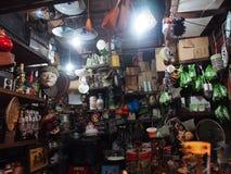 Una de las tiendas de Triwindu Art Market Foto de archivo libre de regalías