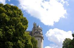 Una de las torres del castillo de Pierrefonds imagenes de archivo