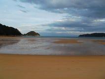Una de playas en Nueva Zelanda, área de Catlins fotografía de archivo