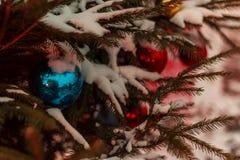 Una decoración hermosa por el Año Nuevo, un día de fiesta en invierno Imagen de archivo