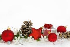 Una decoración más baja de la Navidad con los copos de nieve blancos Imagen de archivo