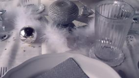 Una decorazione d'argento del ristorante stock footage