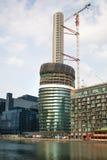 Una delle costruzioni di appartamento più alte a Londra nel progresso della costruzione Immagini Stock