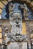 Una delle teste dell'imperatore fuori del teatro di Sheldonian a Oxford fotografia stock