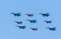 una Diamante-forma di 4 Mig-29 e di 5 rondoni Su-27 Fotografie Stock Libere da Diritti