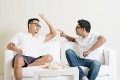 Una discussione dei due uomini fotografie stock libere da diritti
