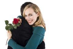 Una donna abbraccia il suo amante Fotografia Stock Libera da Diritti