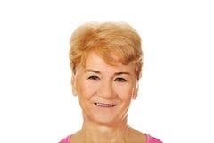 Una donna affascinante sorridente anziana Fotografia Stock