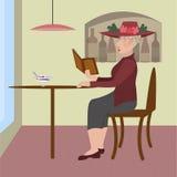 Una donna anziana che si siede in un caffè Fotografie Stock Libere da Diritti