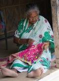 Una donna anziana in India fotografie stock