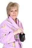 Una donna attraente di quaranta anni con caffè Immagini Stock Libere da Diritti