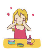 Una donna bionda che applica la crema del moisturizer sul suo fa Fotografie Stock Libere da Diritti