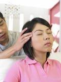 Una donna che è massaggio fotografia stock libera da diritti