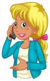 Una donna di affari che per mezzo di un cellulare Immagine Stock