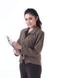 Una donna di affari che tiene i appunti immagini stock libere da diritti