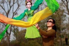 Una donna e la sua marionetta Fotografia Stock