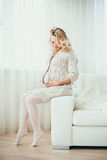 Una donna incinta felice Immagine Stock Libera da Diritti