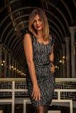 Una donna nel centro commerciale fotografie stock libere da diritti