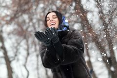 Una donna in una pelliccia Fotografie Stock Libere da Diritti