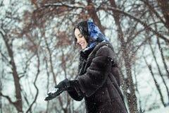 Una donna in una pelliccia Fotografia Stock Libera da Diritti