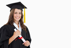 Una donna sorridente con un grado disponibile fotografia stock libera da diritti