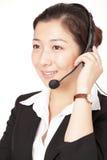 Una donna sorridente di affari che comunica sul telefono Fotografia Stock