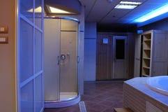 Una ducha moderna del cuarto de baño Fotografía de archivo