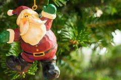 Una ejecución del ornamento de la Navidad del árbol foto de archivo