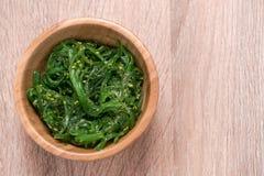 Una ensalada fresca deliciosa de la alga marina Imágenes de archivo libres de regalías