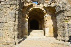 Una entrada antigua a la ciudad antigua del lado antes de la era romana Fotos de archivo libres de regalías