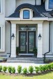 Una entrada de una casa de lujo Fotografía de archivo