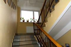 Una escalera entre los pisos en el Zhytomyr Imagen de archivo