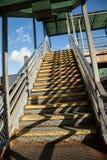 Una escalera vacía que lleva al subterráneo en NYC Fotografía de archivo