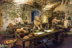 Una escena con cocinar a los maniquíes en la gran exposición de las cocinas, Stirling Castle foto de archivo libre de regalías