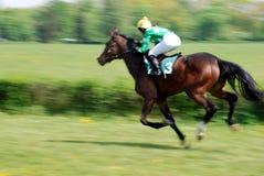 Una escena de una carrera de caballos Fotos de archivo libres de regalías