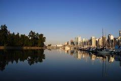 Una escena del día de Vancouver céntrica, bahía inglesa Fotografía de archivo