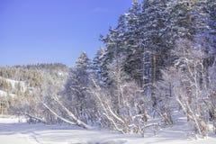Una escena imponente del invierno en Noruega imagenes de archivo