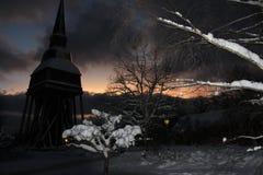 Una escena nevosa de la Navidad del invierno fotografía de archivo