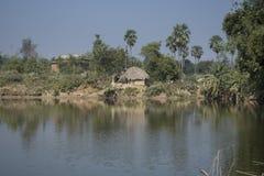Una escena típica del pueblo rural de Bengala en la India es tan tranquila y pacífica imagen de archivo