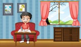 Una escritura del muchacho dentro de la casa Imagenes de archivo