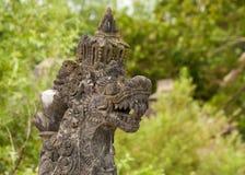 Una escultura del dragón con la cara furiosa Foto de archivo libre de regalías