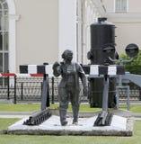Una escultura que representa a un railroader de la mujer El museo de la historia de la ciencia y de la ingeniería del ferrocarril foto de archivo libre de regalías