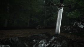 Una espada legendaria dentro de una roca almacen de video