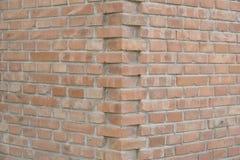 Una esquina de la pared de ladrillo Foto de archivo libre de regalías