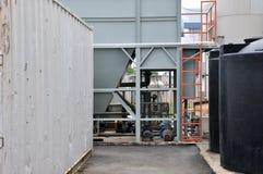 Una esquina de una fábrica de productos químicos Foto de archivo libre de regalías