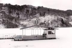 Una esquina del río Hanjiang del norte congelado en la isla de Nan Yi, Seul Foto de archivo libre de regalías