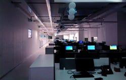 Una estación de trabajo de una oficina de la tecnología de la información imagen de archivo