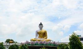 Una estatua de Buda en el templo de Mahabodhi en Bodhgaya, la India Imagen de archivo libre de regalías