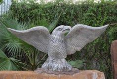 Una estatua de Eagle en senador Park, Sai Gon, Vietnam de la presa Foto de archivo libre de regalías