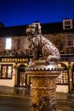 Una estatua de Greyfriars Bobby en Edimburgo fotos de archivo libres de regalías